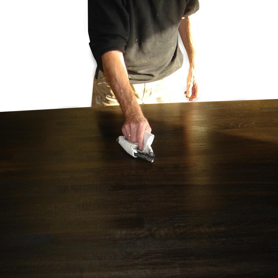 Moderne Oliebehandling af massive træbordplader. Natur, Hvid, Sort olie UG53